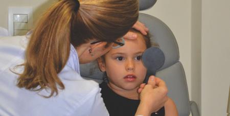 exames de vista em crianças - cover test