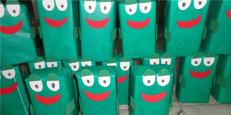 Fantoche de sapos feitos com caixa TetraPak