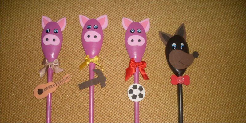 Dedoche de colher dos 3 porquinhos